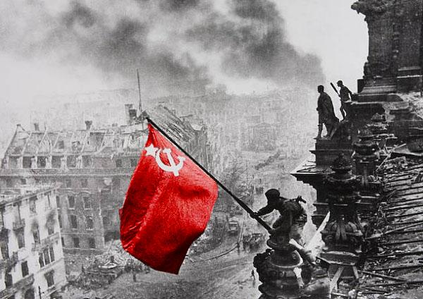 LF Berlijn Rode vlag Rijksdag 1945